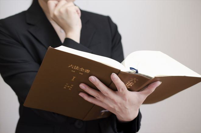 六法と弁護士